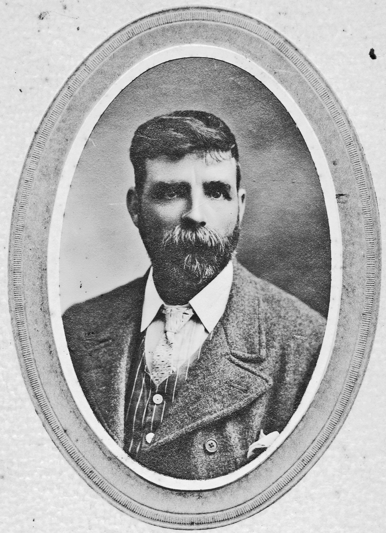 A younger Frank Davis Burning of Dublin Custom House 1921