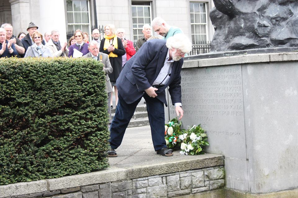 michael-o-d-laying-wreath-2015
