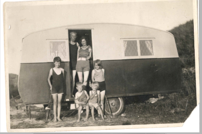 9-Ennis family on holliers