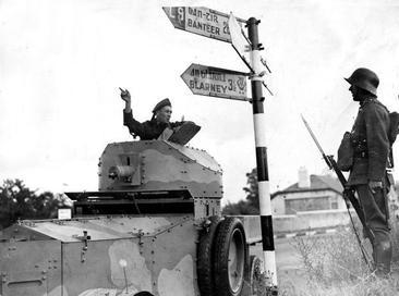 Irish_Army_Rolls-Royce_Armoured_Car_Co._Cork_1941